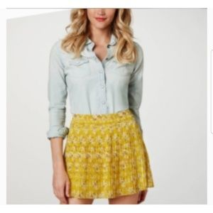 American Eagle Floral Print Pleated Skirt